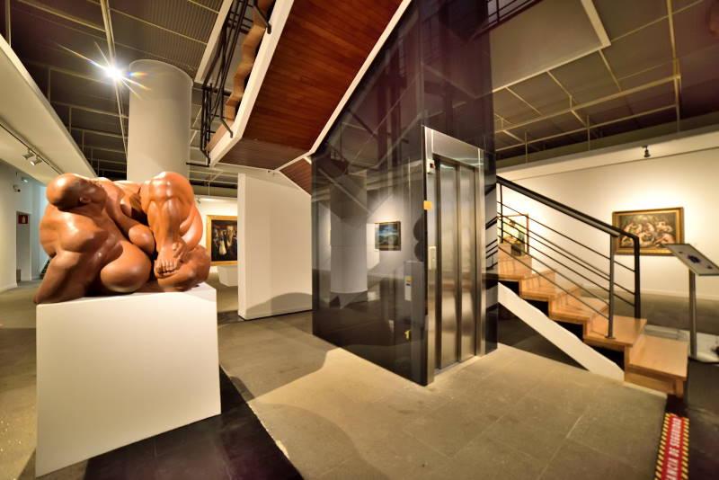ASCENSOR EN EDIFICIO DE MUSEO MUNICIPAL OURENSE