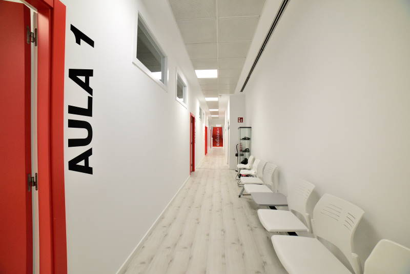 proyecto adaptacion y apertura centro ourense pasillo modulor arquitectura